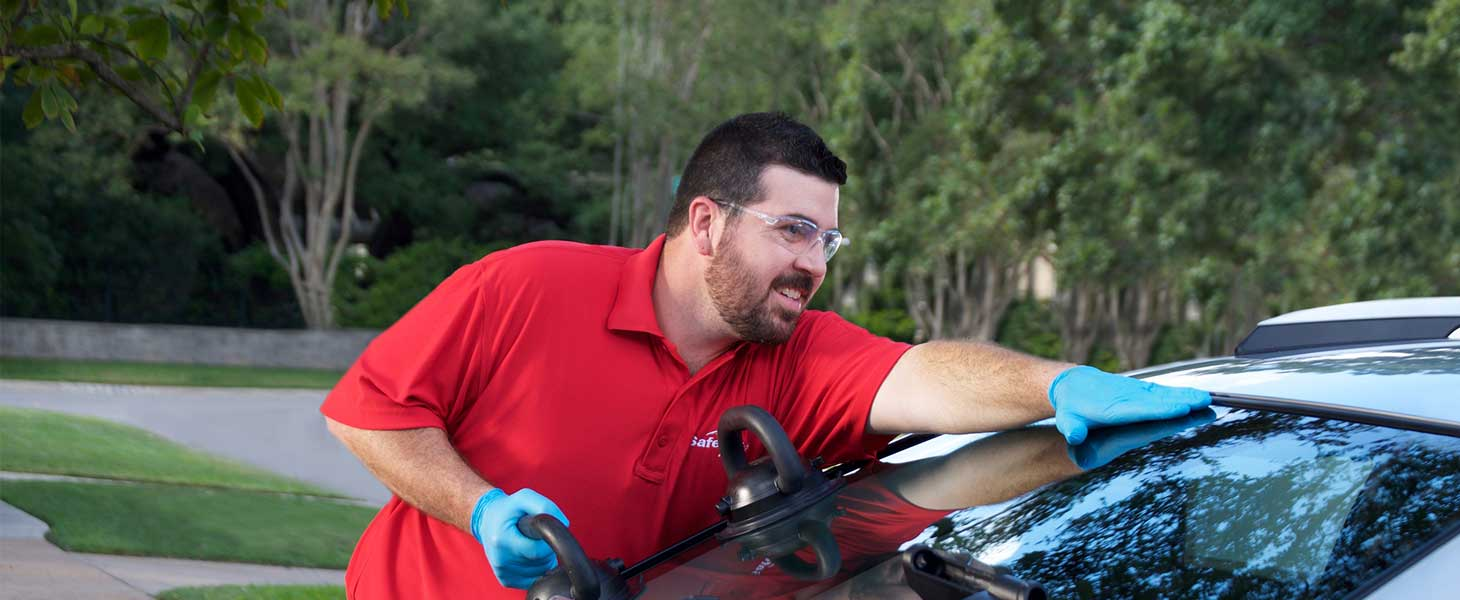Safelite tech replacing a car windshield