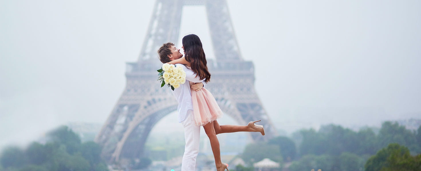 Honeymooners in paris